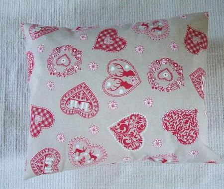 Red heart christmas cushion cover