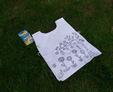 Colorable apron for girls