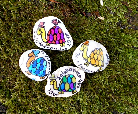 Turtle painted memento stone