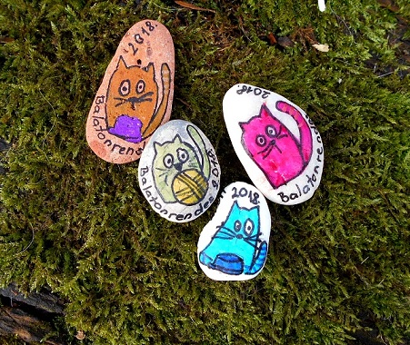 Cat painted memento stone